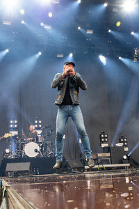 @magtenskorridorer #unikke #stemmefører #johanolsen som enten er helt nede på #jorden eller højt oppe og #flyve til årets @nibefestival  Foto: Allan Niss, FotoNiss.dk @nibefestival #nibefestival #nf19  #fotoniss #nikon #nikonnordic #nikoneurope #music #musik #livemusic #musicphotography #concertphoto see more: https://pix.fotoniss.dk/Koncerter/Nibe/2019/