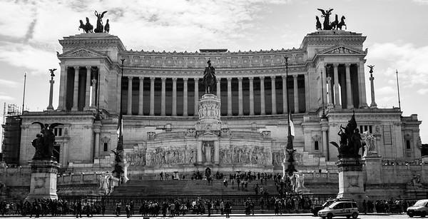 Das Monumento Nazionale a Vittorio Emanuele II ist das Nationaldenkmal in Rom, das der italienischen Staatsgründung im 19. Jahrhundert und dem ersten König des neu gegründeten Königreichs Italien, Viktor Emanuel II, aus dem Haus Savoyen, gewidment ist.