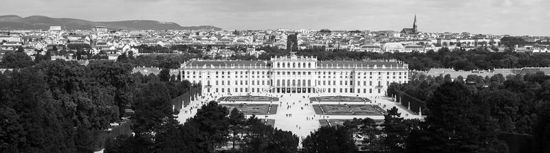 Das Schloss Schönbrunn bei Wien wurde als Residenz für Kaiserin Eleonora Gonzaga zwischen 1638 und 1643 gebaut.