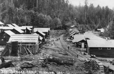 Some logging camps were relatively small, such as this one along today's Camp Four road.