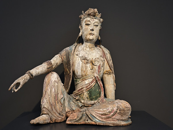 Guanyin in royal-ease pose, Northern China, Jin dynasty, 12th / 13th c.