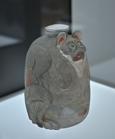 Jat in shape of a bear, China, Shaanxi / Henan region, Western Han dynasty, 2nd/1st c. BC
