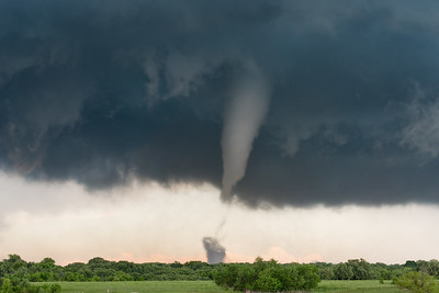 More than 20 minutes into its life cycle, a violent tornado near Katie, OK, begins to contract in size on May 9, 2016.