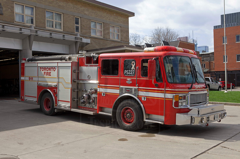 Rescue 325 with a spare rig, ex P331.<br /> <br /> Photo by Kevin Hardinge