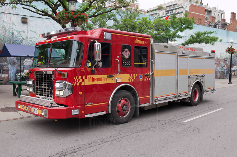 Pumper 333 at a medical call on Front St. E.<br /> <br /> Photo by Kevin Hardinge