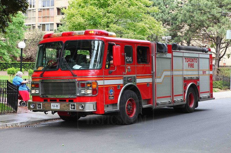 Pumper 314 using a spare rig (ex P325) at a medical call on Homewood Ave.<br /> <br /> Photo by Kevin Hardinge
