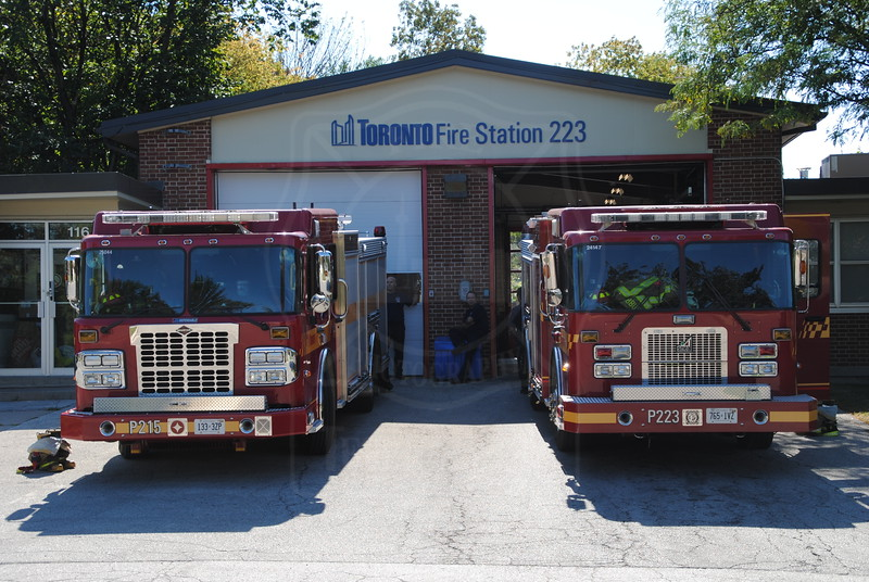 P215 and P223 at Station 223.<br /> <br /> Photo by Larry Thorne