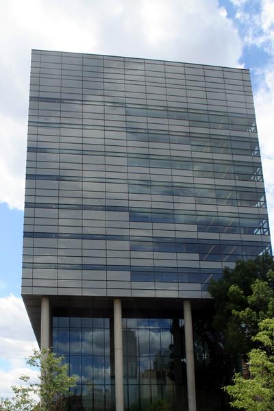 Leslie L  Dan Building