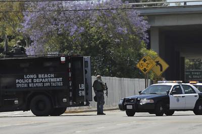 Manhunt in Long Beach closes 405 Freeway