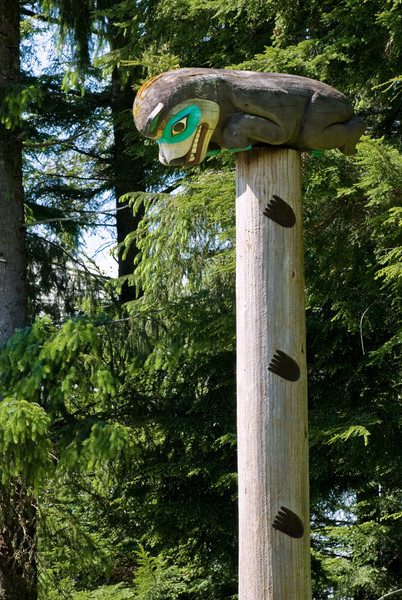 Kaat's Bear Wife Pole