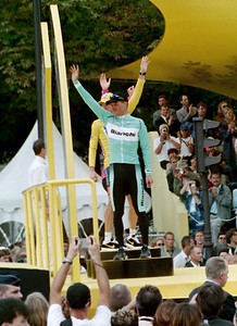 Stage 20 - Champs Elysees - Jan Ullrich waves from the podium