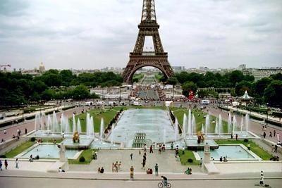 Prologue TT - Paris - Start house on Bridbe below Eiffel Tower