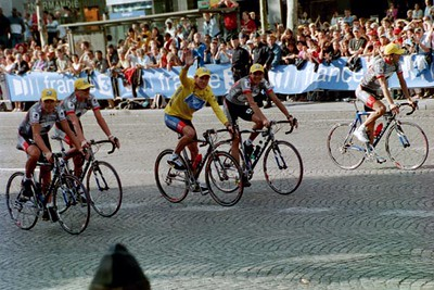 Stage 20 - Champs Elysees - Ekimov Landis Armstrong Beltran and Rubiera on victory lap
