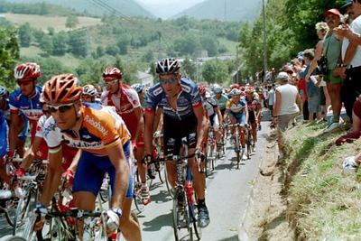 Stage 15 - Luz Ardiden - George Hincapie in the peloton on Col d'Aspin