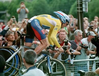 Prologue TT - Paris - Lance rolls out of start house