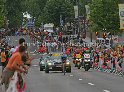 8901 Levi Leipheimer is cheered on by the huge crowds in Albi