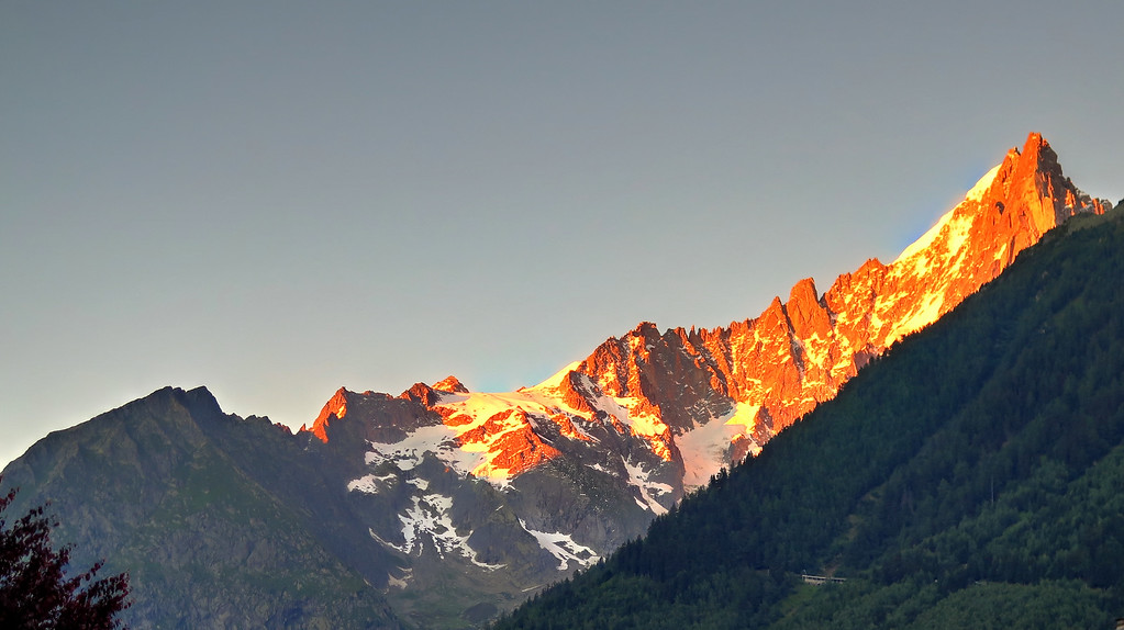 The afternoon sun turns the mountains gold