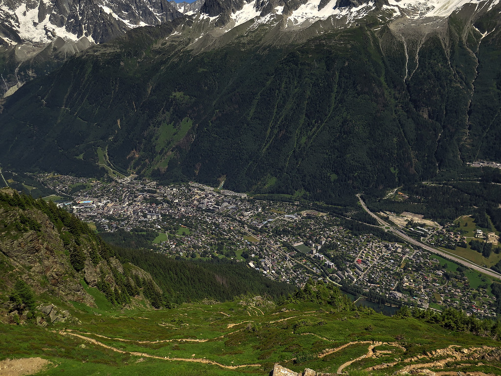 On the way down now, the total descent just over a mile down to Les Houches