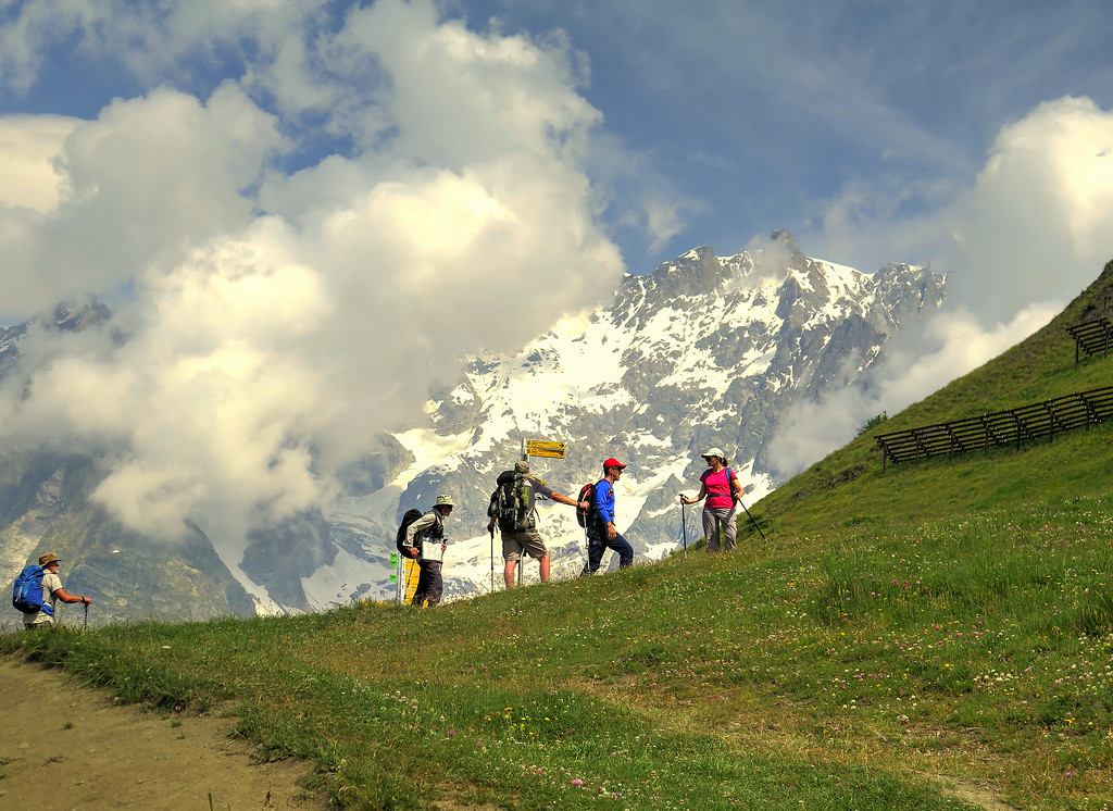 Here there was some debate about the correct route to follow, fortunately the correct one was chosen and we headed off towards the Rifugio Bonatti.   The couple to the right were encountered often during the trek