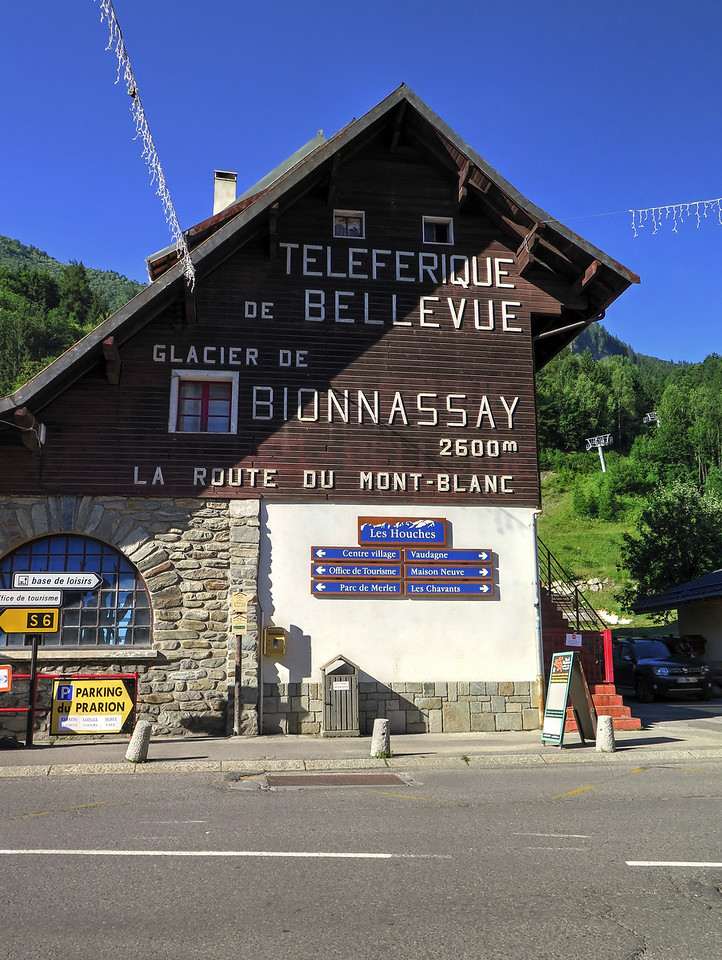 A short walk up the road took us to the téléférique up to Bellevue avoiding a tedious climb of 800 metres