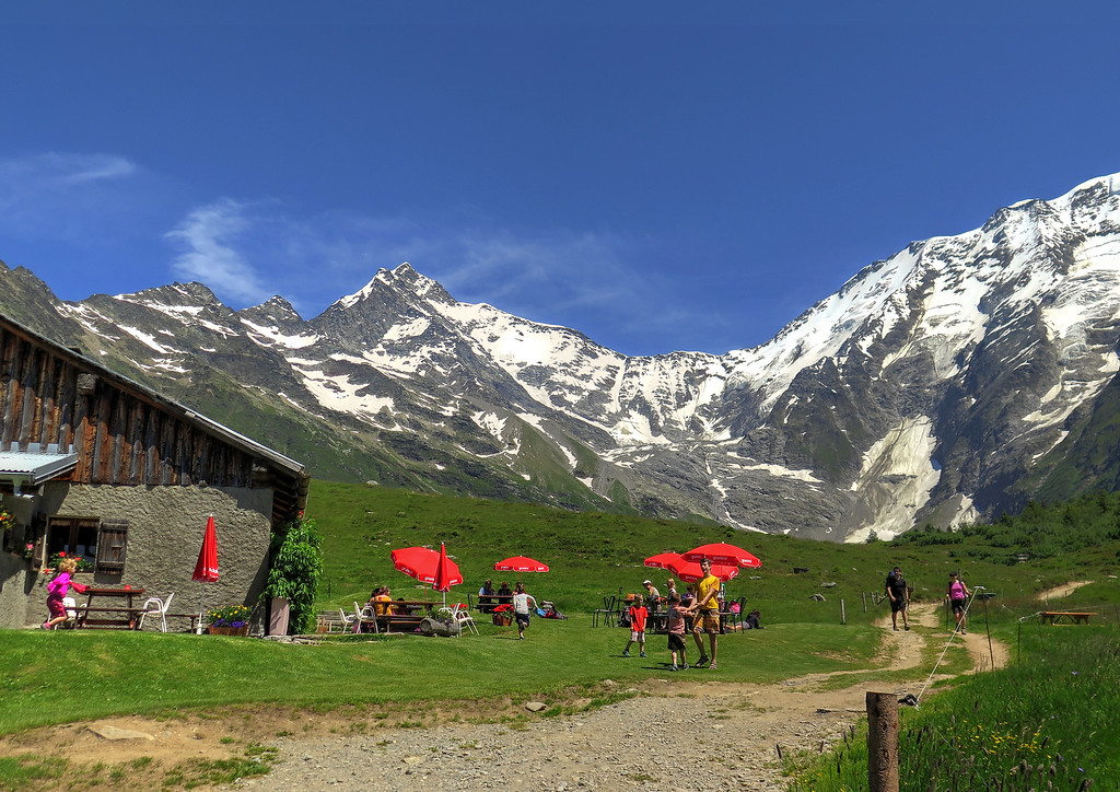 After a climb up from the valley we reach Auberge du Truc