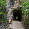 Irene vor einem Tunnel