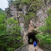 Irene vor einem der zahlrechen Tunnels