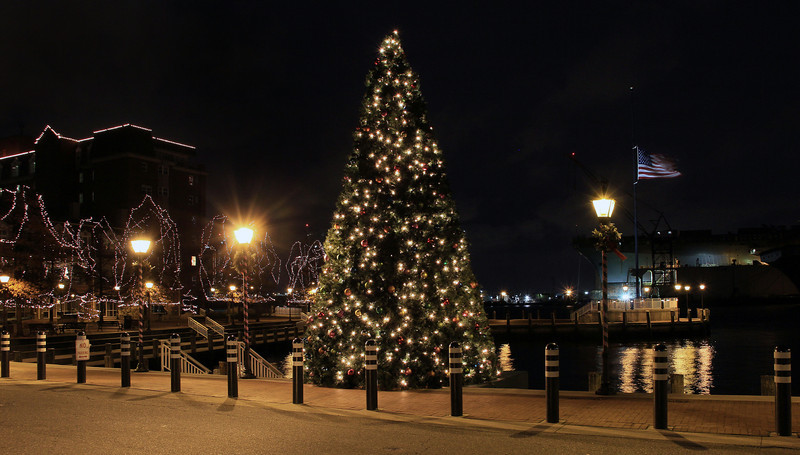 Christmas Tree at High Street Landing