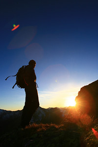Wanderung im Eselsbergergraben, ueber mehrere Bergseen - leider im Oktober zu kalt zum reinspringen, Gipfelerlebnis mit Sonnenuntergang. querfeldein nach unten, im Dunkel die Huette erreicht...