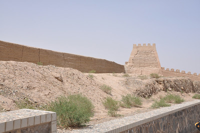 A pulled back view of that tower and the wall.