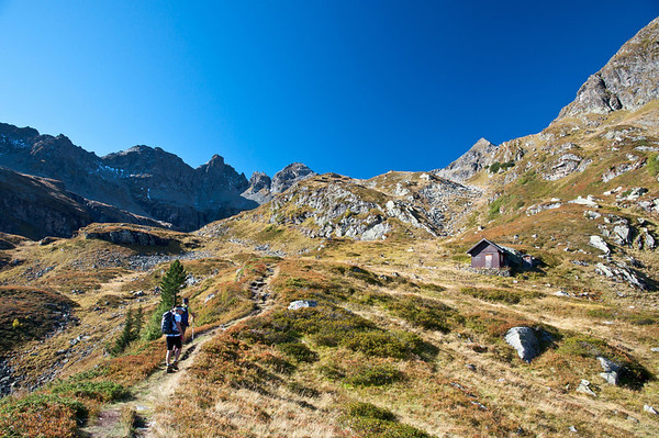 erster Blickkontakt mit unserem Ziel: dem Höchstein (der Spitz oberhalb der kleinen Hütte)