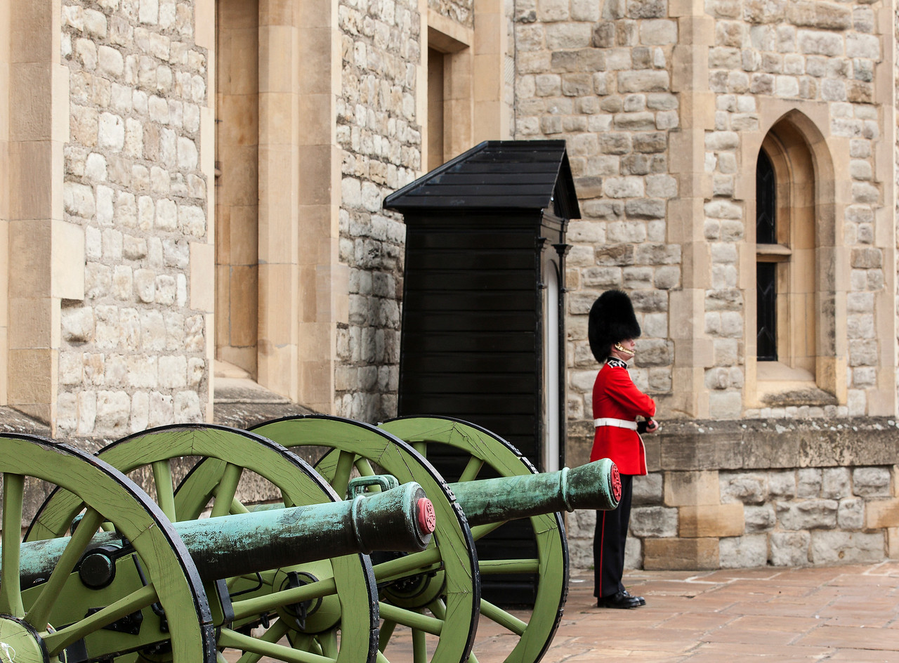 Canon and Welsh Guard at the Tower of London