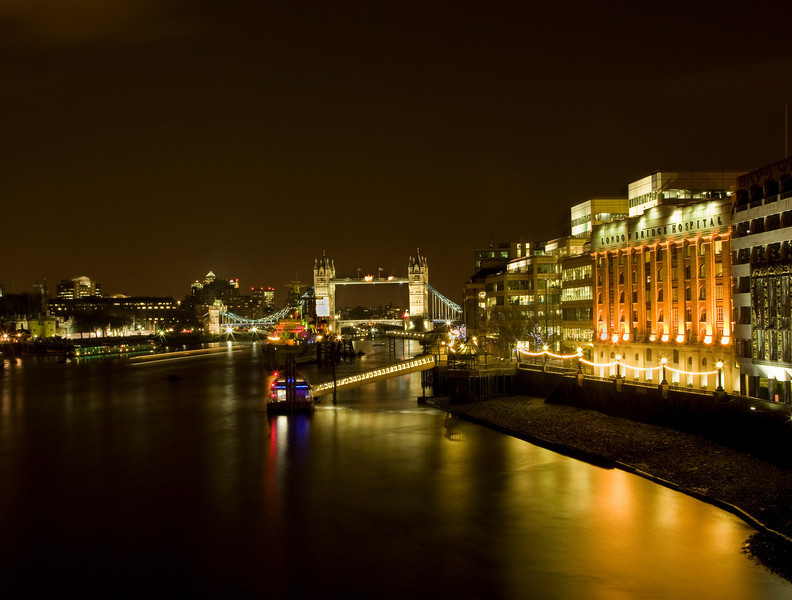 Night view of Tower Bridge and London Bridge Hospital