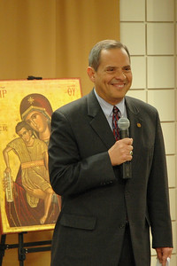Vice president Carlos Pena thanks those participating -- both the live audience as well as online -- and introduces Presiding Bishop Mark S. Hanson, the host of the December 6, 2009 Town Hall Forum.
