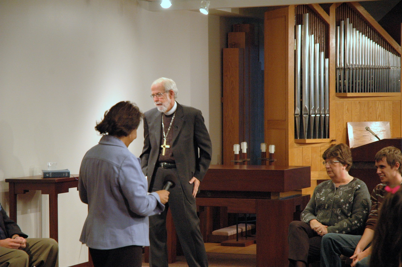 Behind the scenes prior to the November 21, 2010 ELCA Online Town Hall Forum with Presiding Bishop Mark S. Hanson.