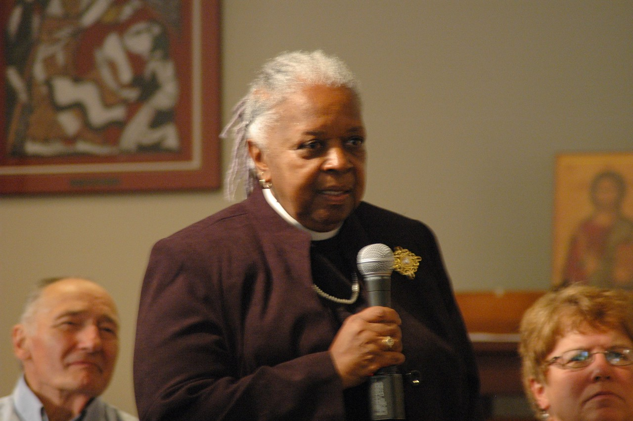 The Rev. Beverly Conway asks Presiding Bishop Mark S. Hanson a question.