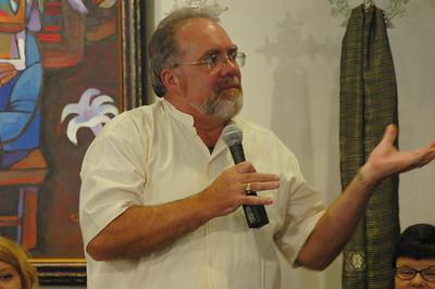 The Rev. John Dumke asks Bishop Hanson a question.