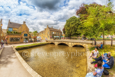 Bourton On The Water Riverside 2