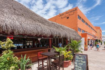 Hotel Barracuda & Jeanie's