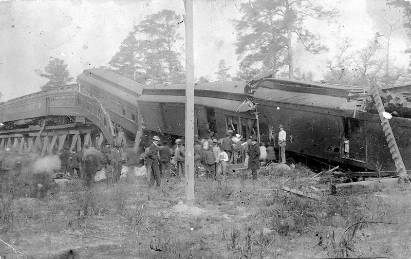 Railroad train derailment at the Alapaha River Bridge crossing, 1911