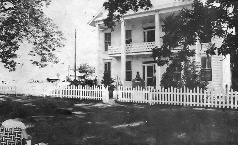 Creech Boarding House, also Alapah Hotel, and now private residence on NE Railroad Street