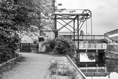 The Locomotive lift bridge, Huddersfield Broad Canal.