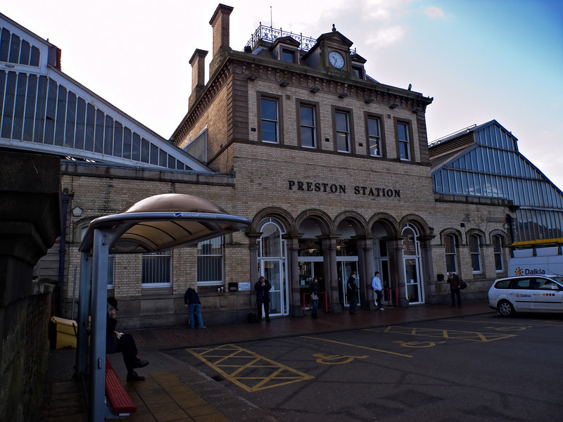 It doesn't look much from the entrance but Preston has a splendid (and huge) railway station, somewhat out of scale with the town.