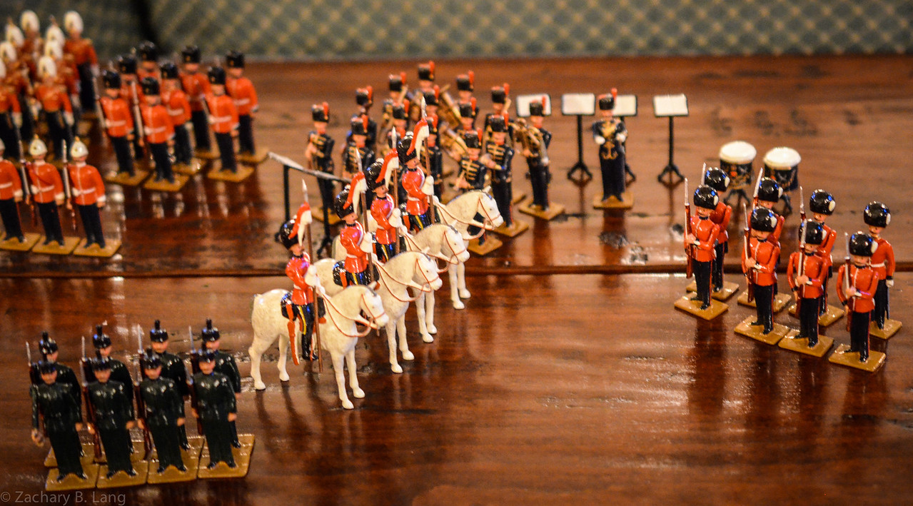 Hocker-The Queens Own Presentation Box of Toy Soldiers 4