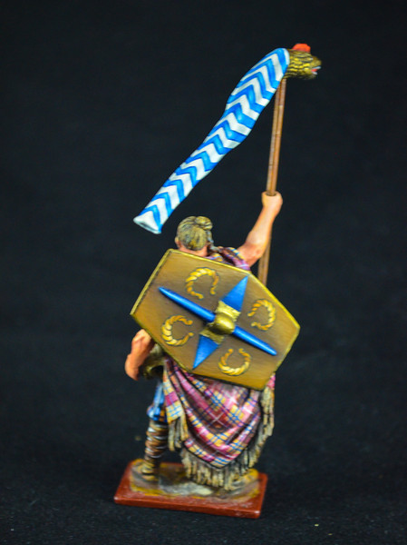3890 Germanic Barbarian w- Dragon Flag (2)