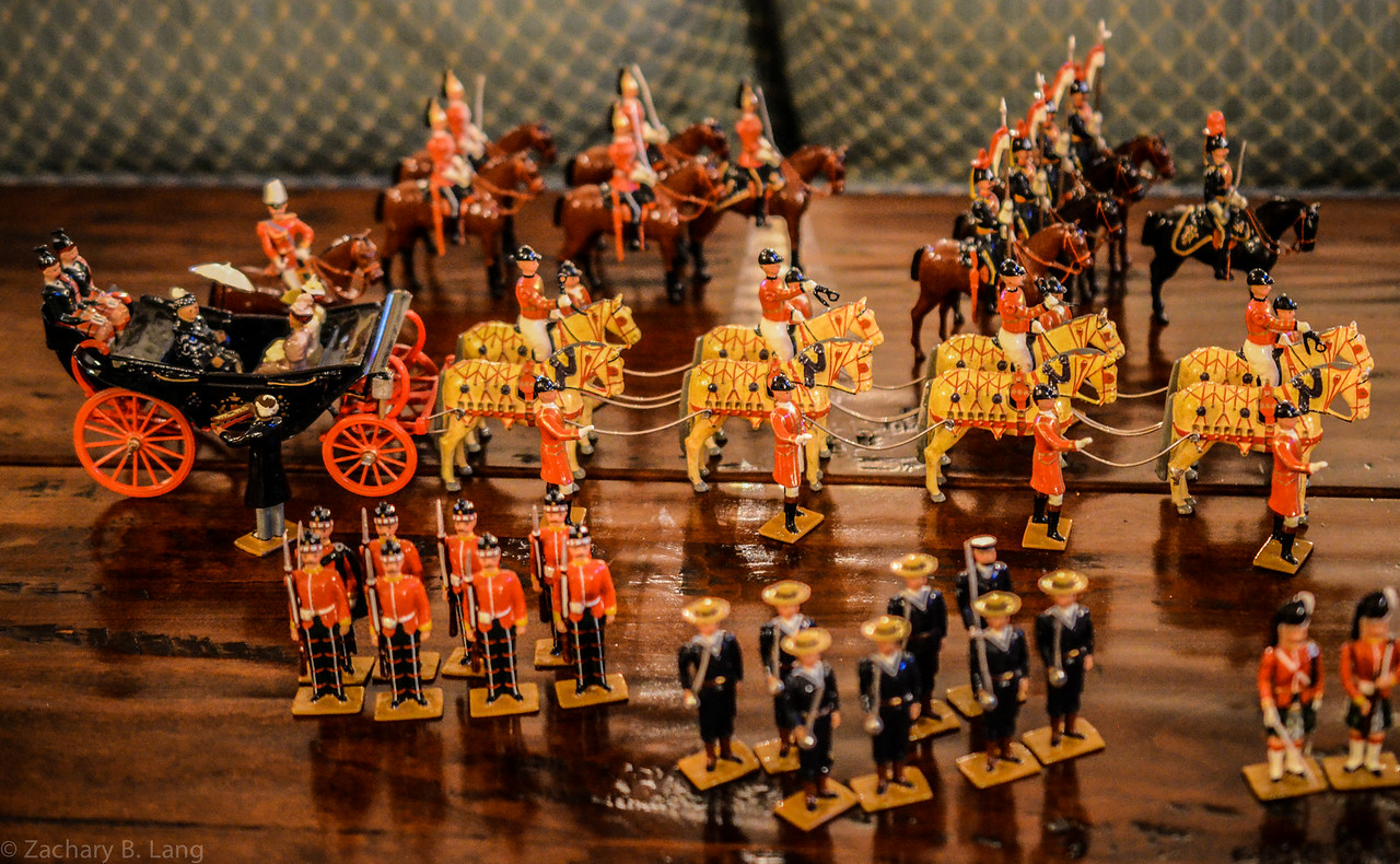 Hocker-The Queens Own Presentation Box of Toy Soldiers 1