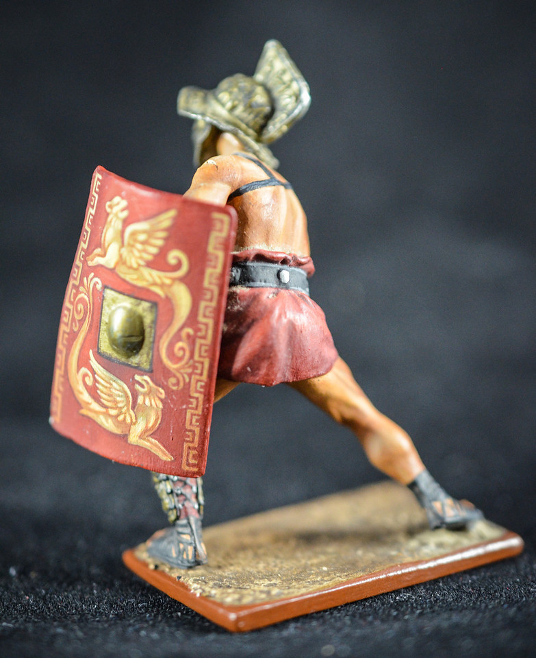 Gladiator w Sword and Shield Thracian 2