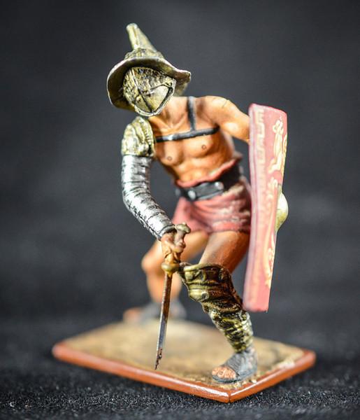 Gladiator w Sword and Shield Thracian 1