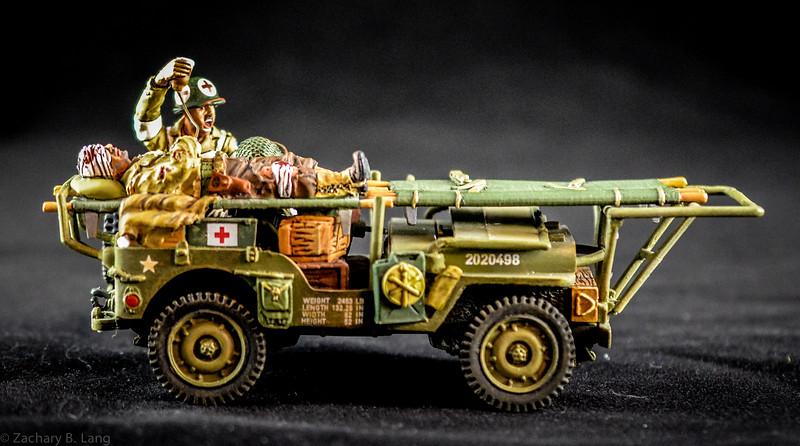 K&C DD068 Ambulance Jeep Set 1