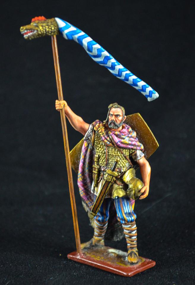 3890 Germanic Barbarian w- Dragon Flag